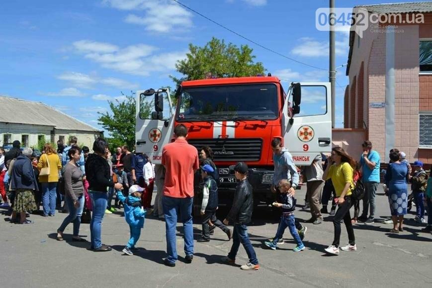 Спасатели и полицейские устроили для ребят показательные выступления (фото), фото-2