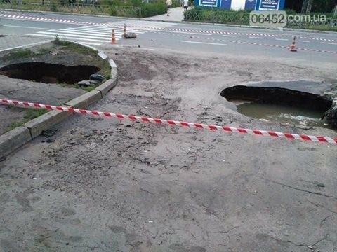 В Северодонецке снова провалилась дорога (фото), фото-1