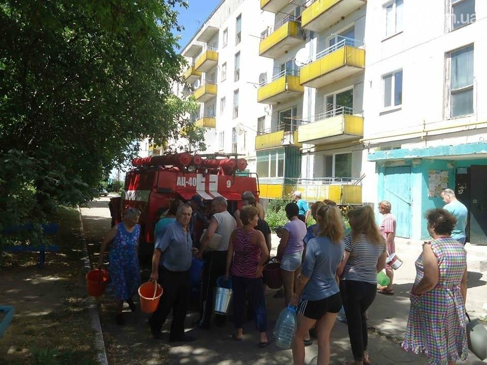 Спасатели организовали подвоз воды жителям Лисичанска (фото), фото-2