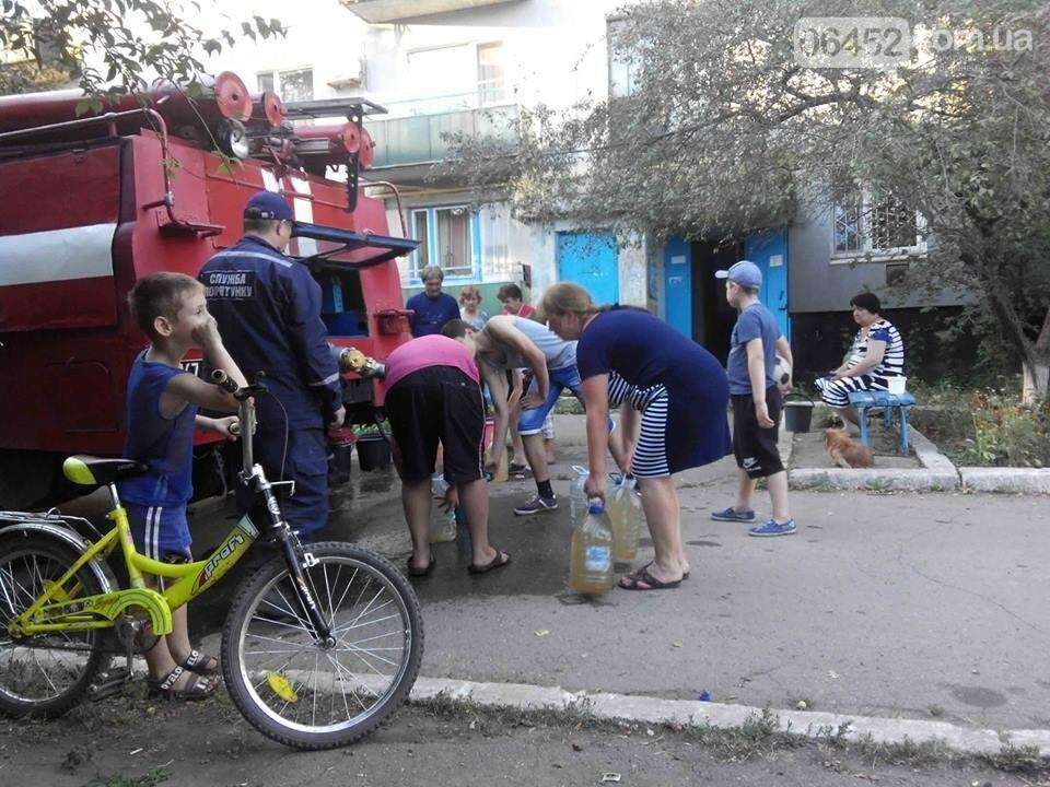 Спасатели организовали подвоз воды жителям Лисичанска (фото), фото-3