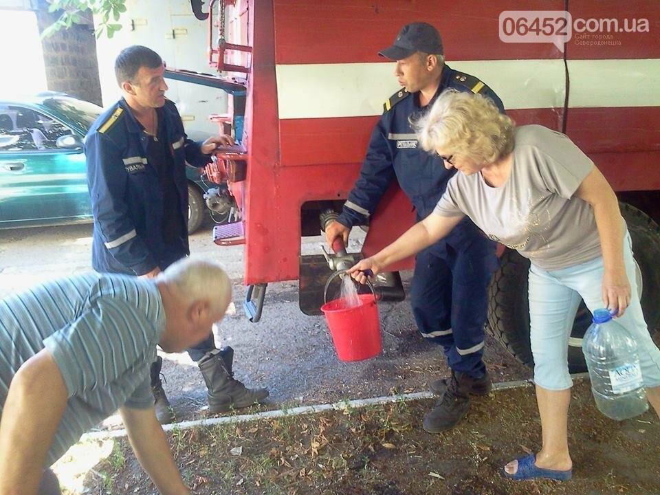 Спасатели организовали подвоз воды жителям Лисичанска (фото), фото-4