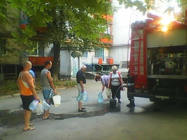 Спасатели организовали подвоз воды жителям Лисичанска (фото), фото-1