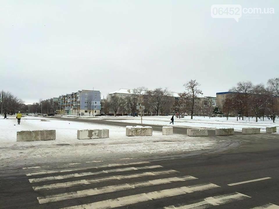 Неизвестные перекрыли ул. Маяковского , фото-1