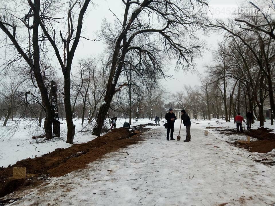 В Северодонецке демонтировали все столбы освещения на центральной аллее парка (фото), фото-2
