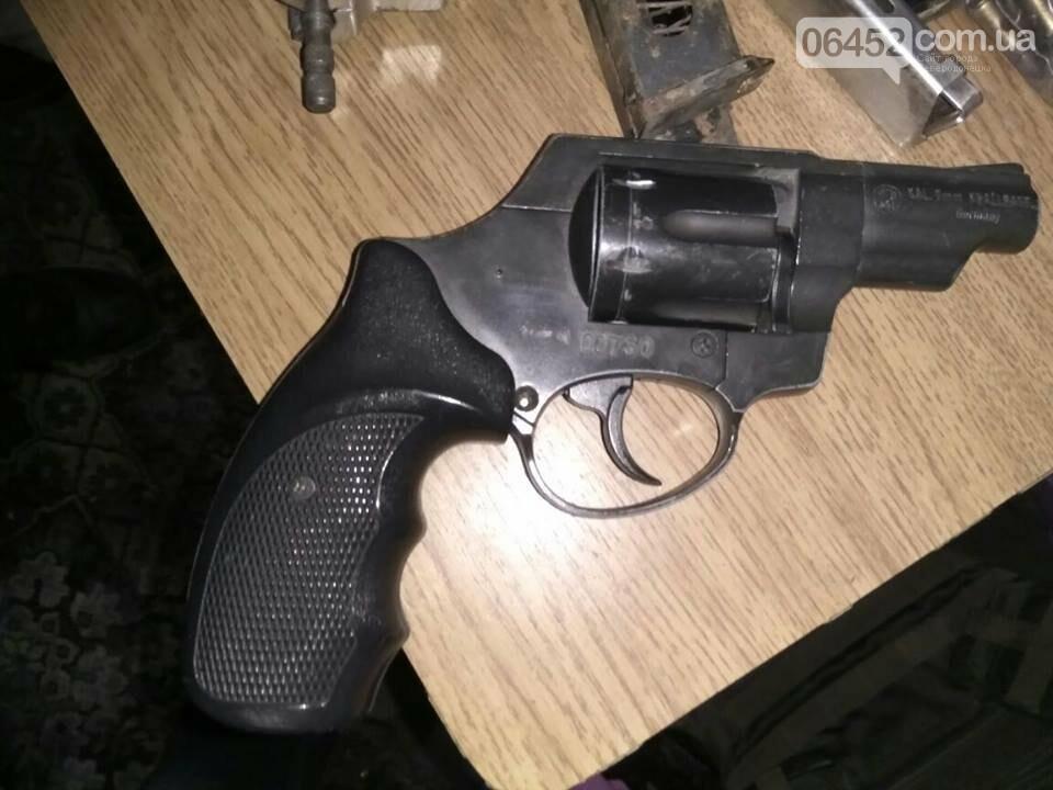 В Рубежном у коллекционера изъяли арсенал оружия и наркотики (фото), фото-5