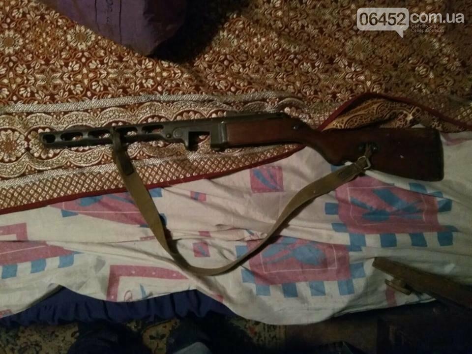 В Рубежном у коллекционера изъяли арсенал оружия и наркотики (фото), фото-11