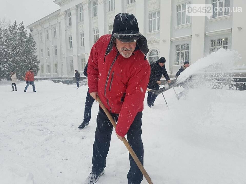 В Северодонецке чиновники чистили город от снега (фото), фото-2