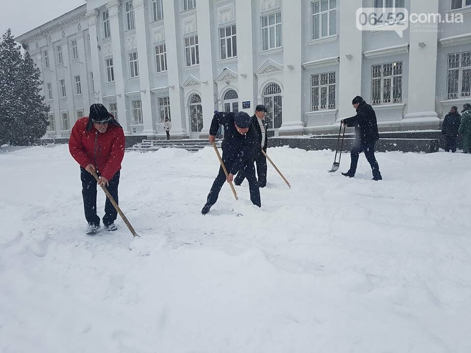 В Северодонецке чиновники чистили город от снега (фото), фото-3