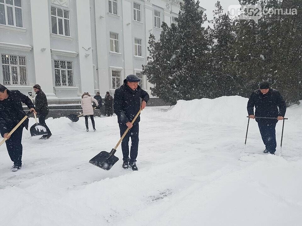 В Северодонецке чиновники чистили город от снега (фото), фото-4