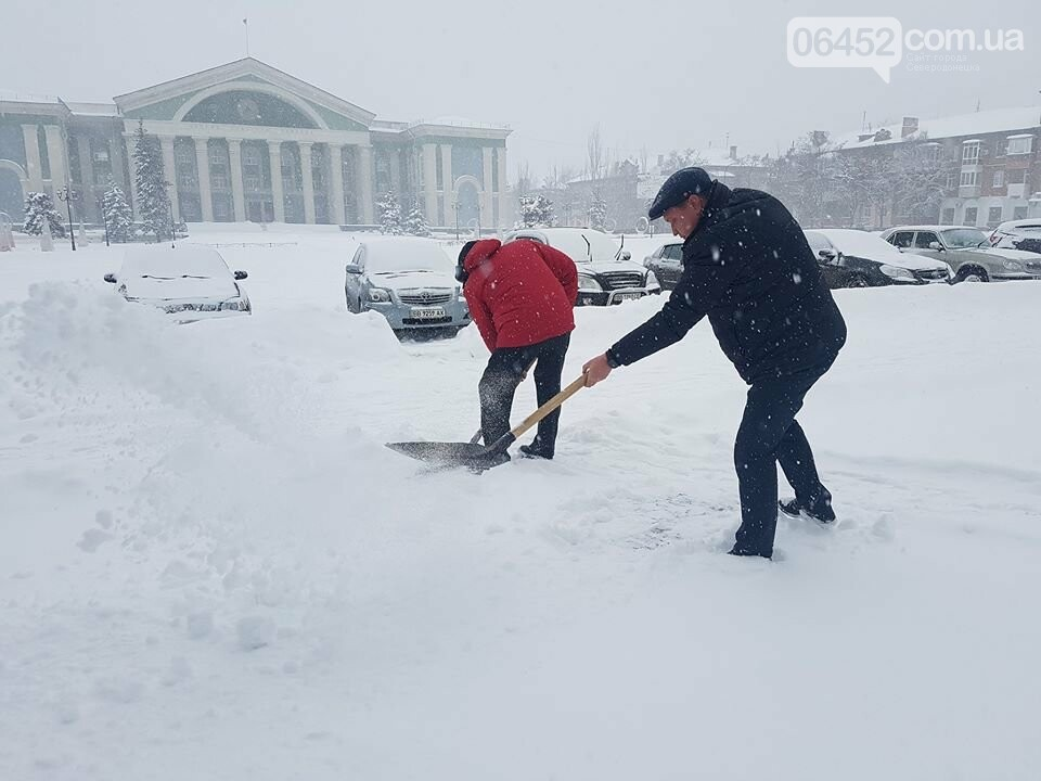В Северодонецке чиновники чистили город от снега (фото), фото-1