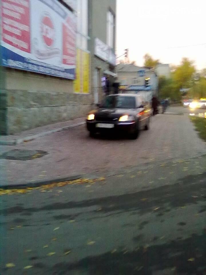 В Северодонецке водители паркуются как хотят и где хотят (фото), фото-2