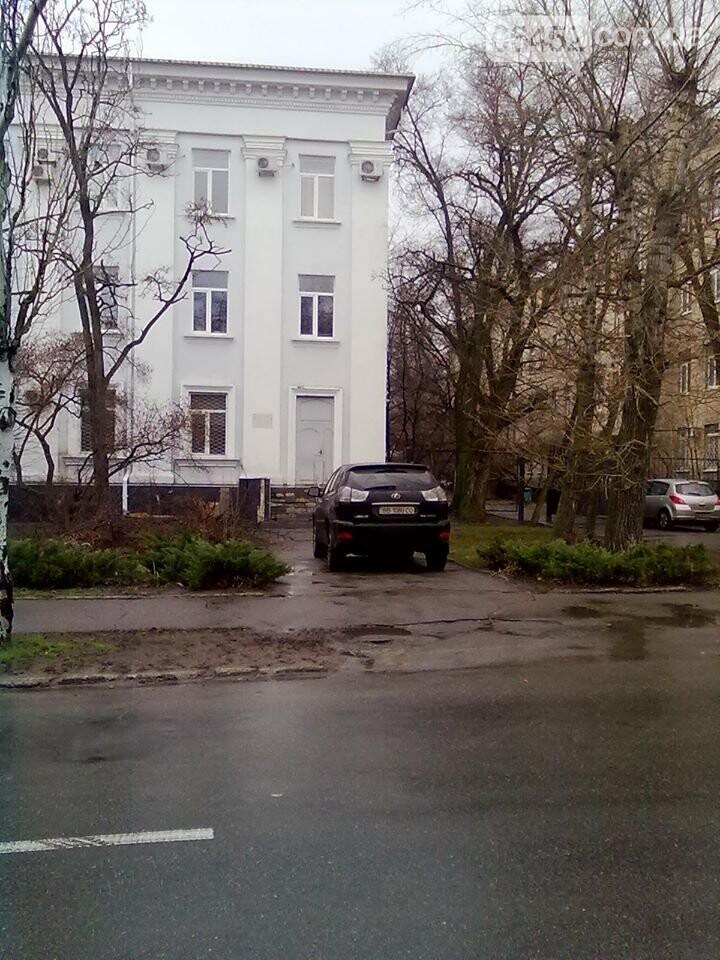 В Северодонецке водители паркуются как хотят и где хотят (фото), фото-4