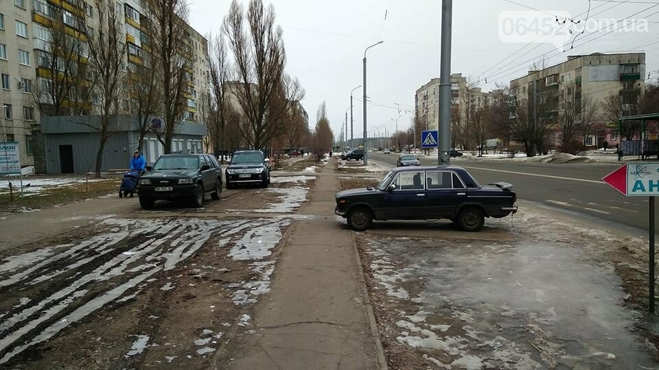 В Северодонецке водители паркуются как хотят и где хотят (фото), фото-1