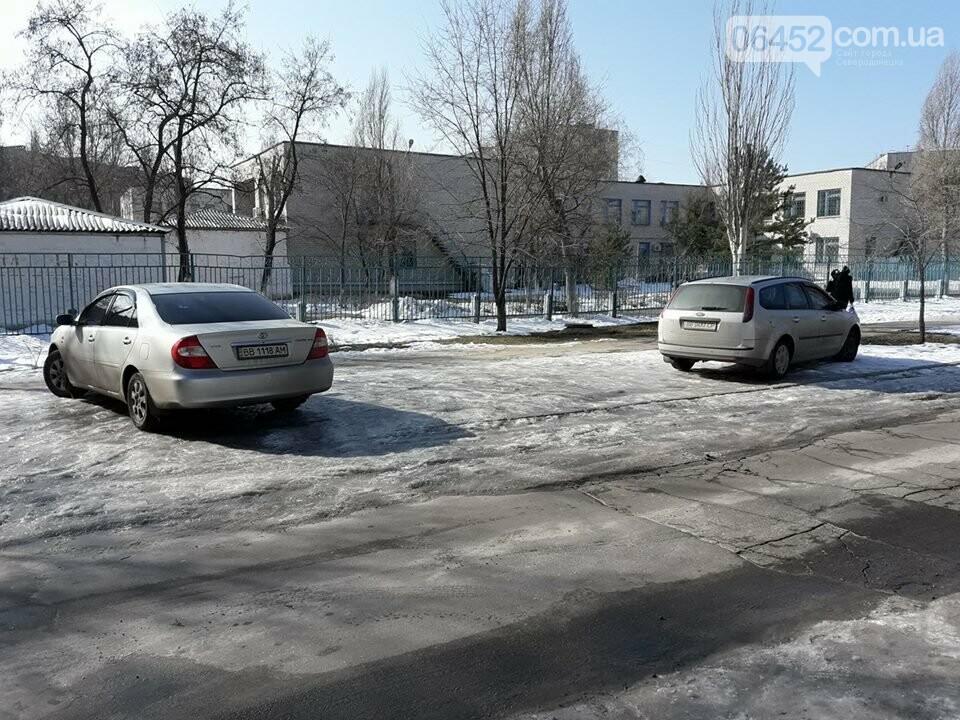 В Северодонецке водители паркуются как хотят и где хотят (фото), фото-3