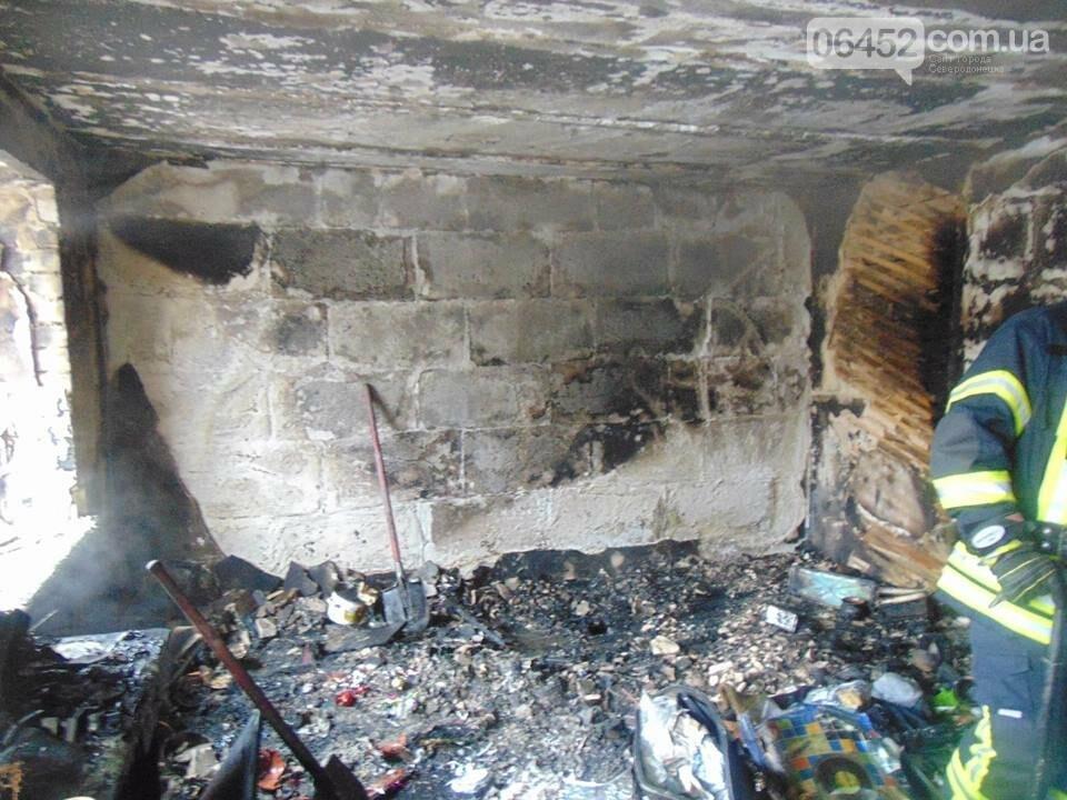 В Рубежном горел многоквартирный дом: 39 спасены, 1 погибший (фото), фото-3