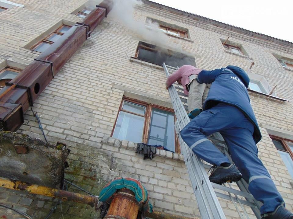 В Рубежном горел многоквартирный дом: 39 спасены, 1 погибший (фото), фото-4
