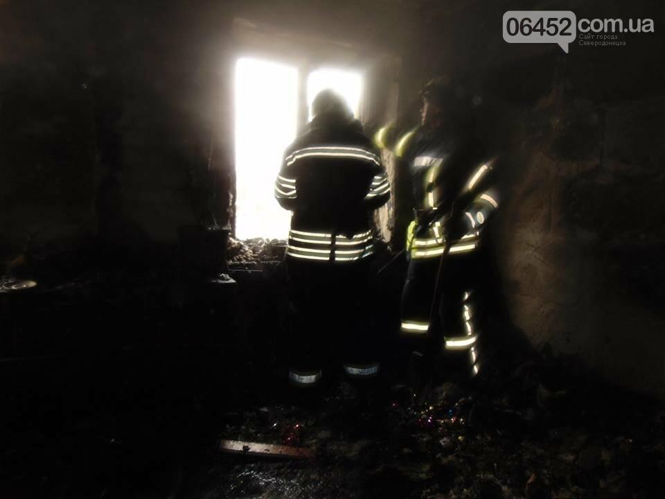 В Рубежном горел многоквартирный дом: 39 спасены, 1 погибший (фото), фото-1