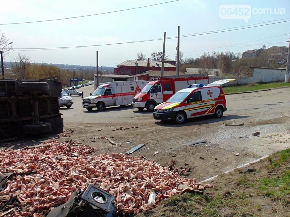 В Лисичанске при столкновении маршрутки и грузовика пострадало 9 человек (фото), фото-1