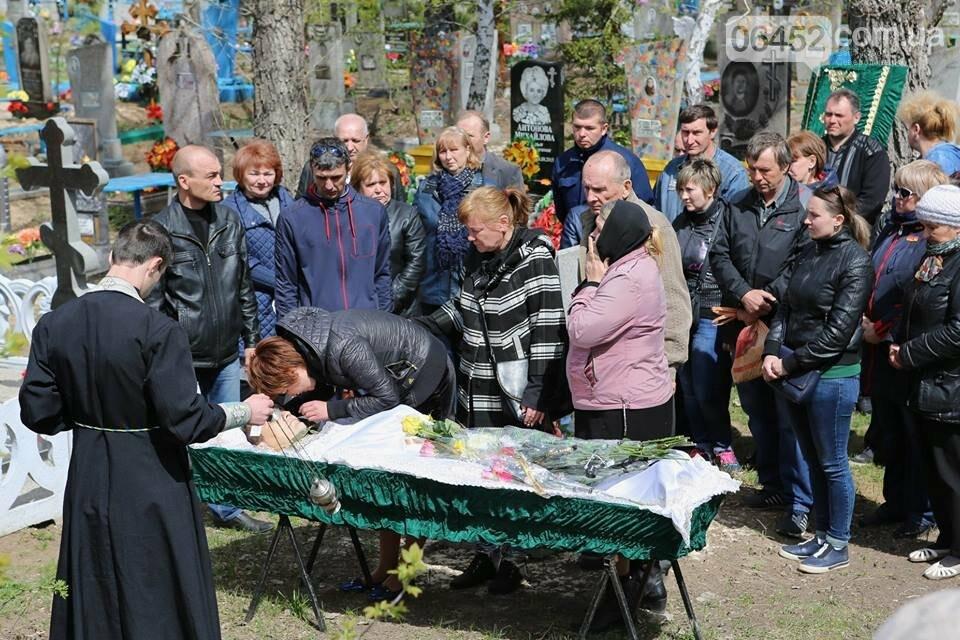В Лисичанске простились с бойцом АТО (фото), фото-3