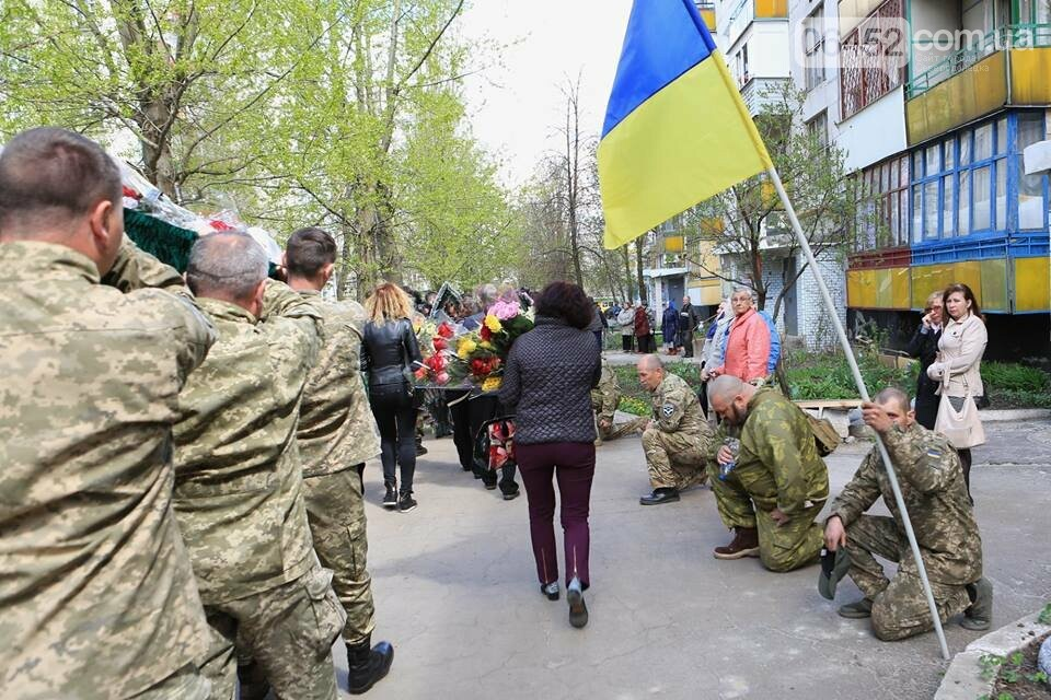 В Лисичанске простились с бойцом АТО (фото), фото-6