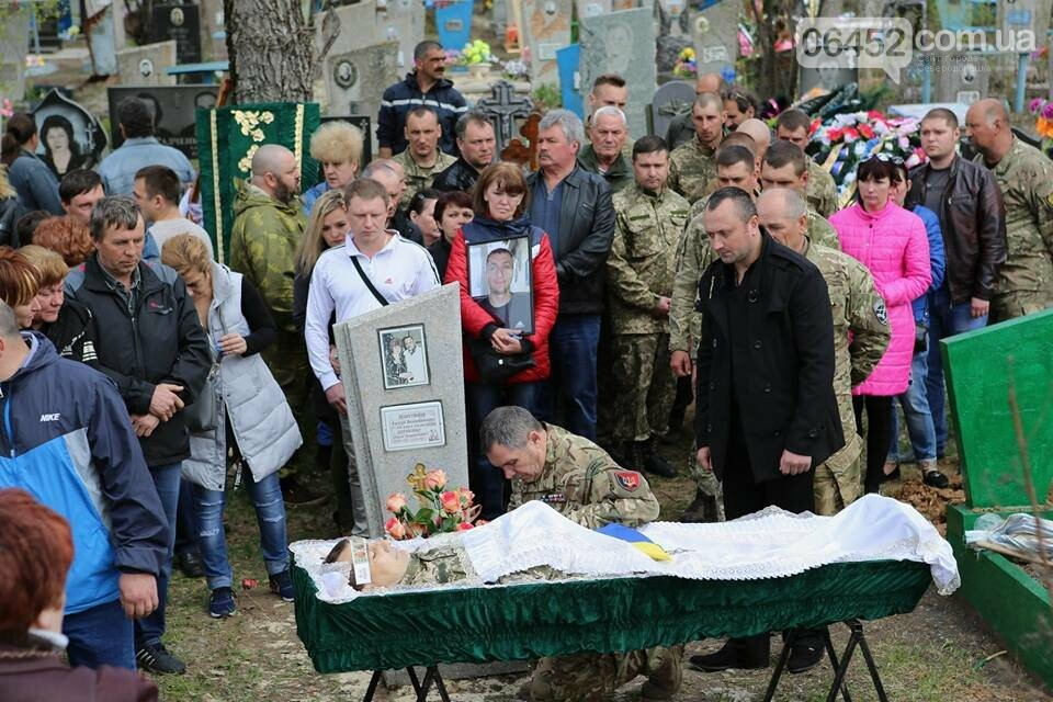 В Лисичанске простились с бойцом АТО (фото), фото-2