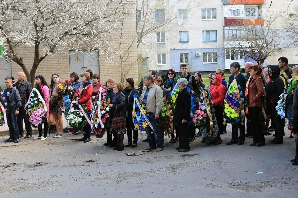В Лисичанске простились с бойцом АТО (фото), фото-4