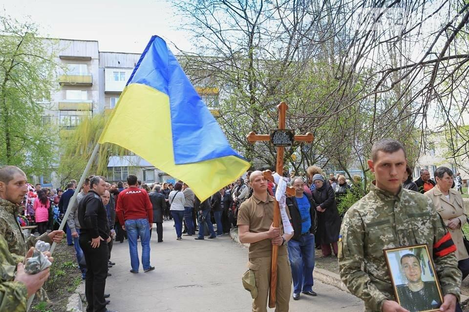 В Лисичанске простились с бойцом АТО (фото), фото-7