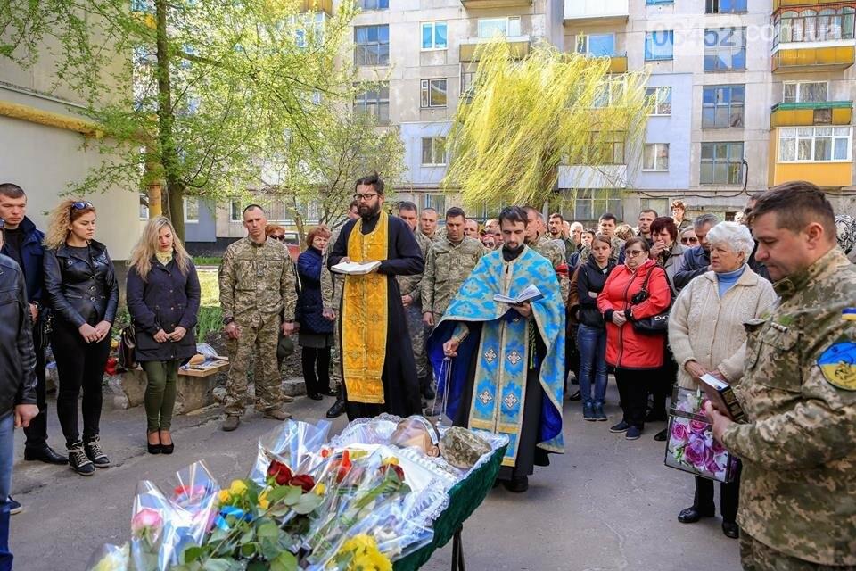 В Лисичанске простились с бойцом АТО (фото), фото-14