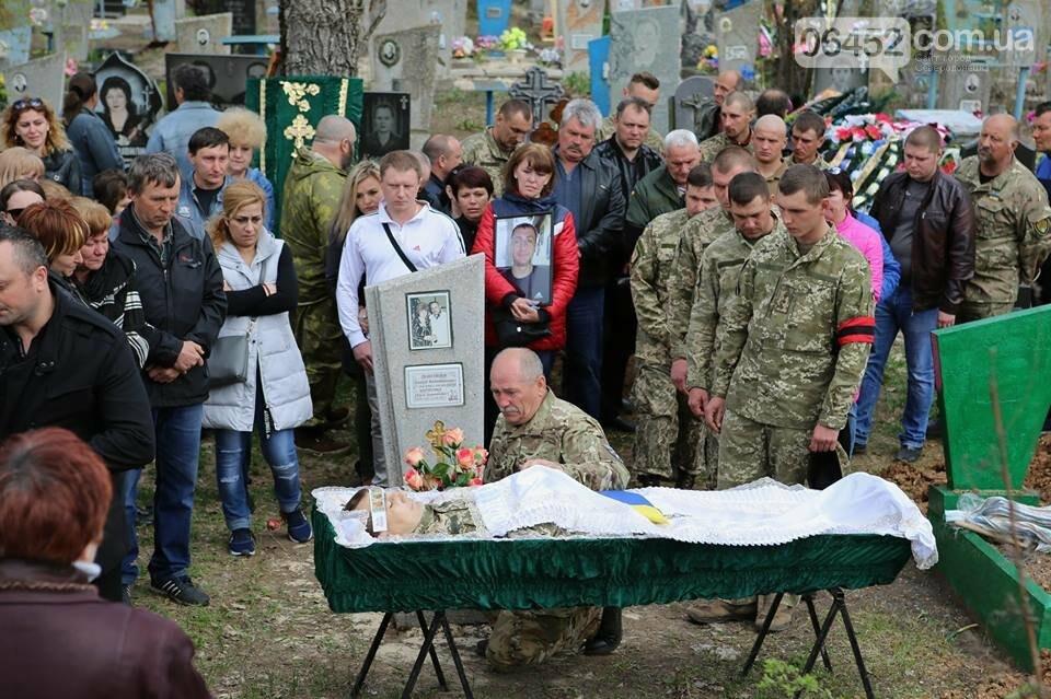 В Лисичанске простились с бойцом АТО (фото), фото-1