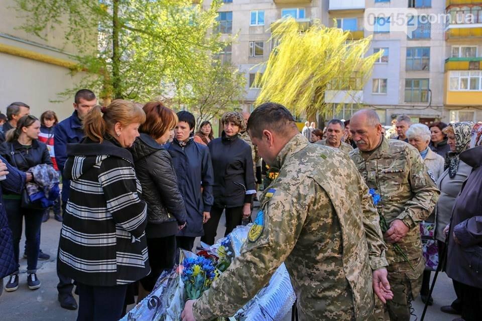 В Лисичанске простились с бойцом АТО (фото), фото-13