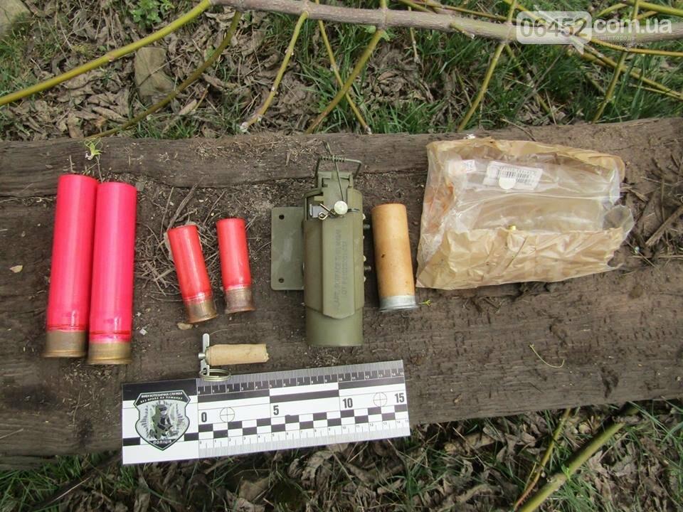 В Рубежном возле железной дороги нашли пакет с гранатами, шашками и патронами (фото), фото-1