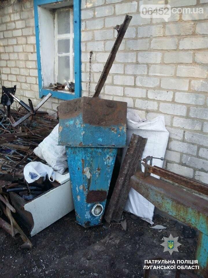 В Лисичанске местные жители пытались сдать на металлом украденный памятник, фото-1