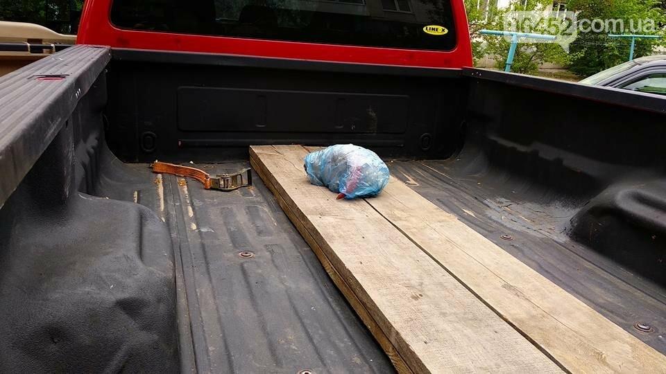 В Рубежном депутату в автомобиль подбросили голову барана (фото), фото-2
