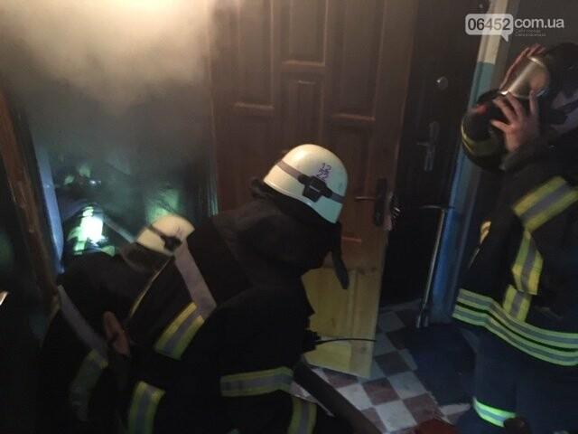 В Северодонецке горела квартира в жилом доме: хозяйку спасали через окно, фото-1