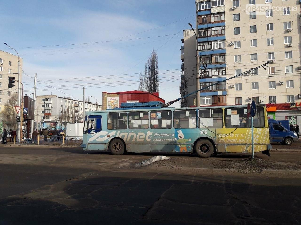 Потеря электрического напряжения: в Северодонецке стояли троллейбусы, фото-1
