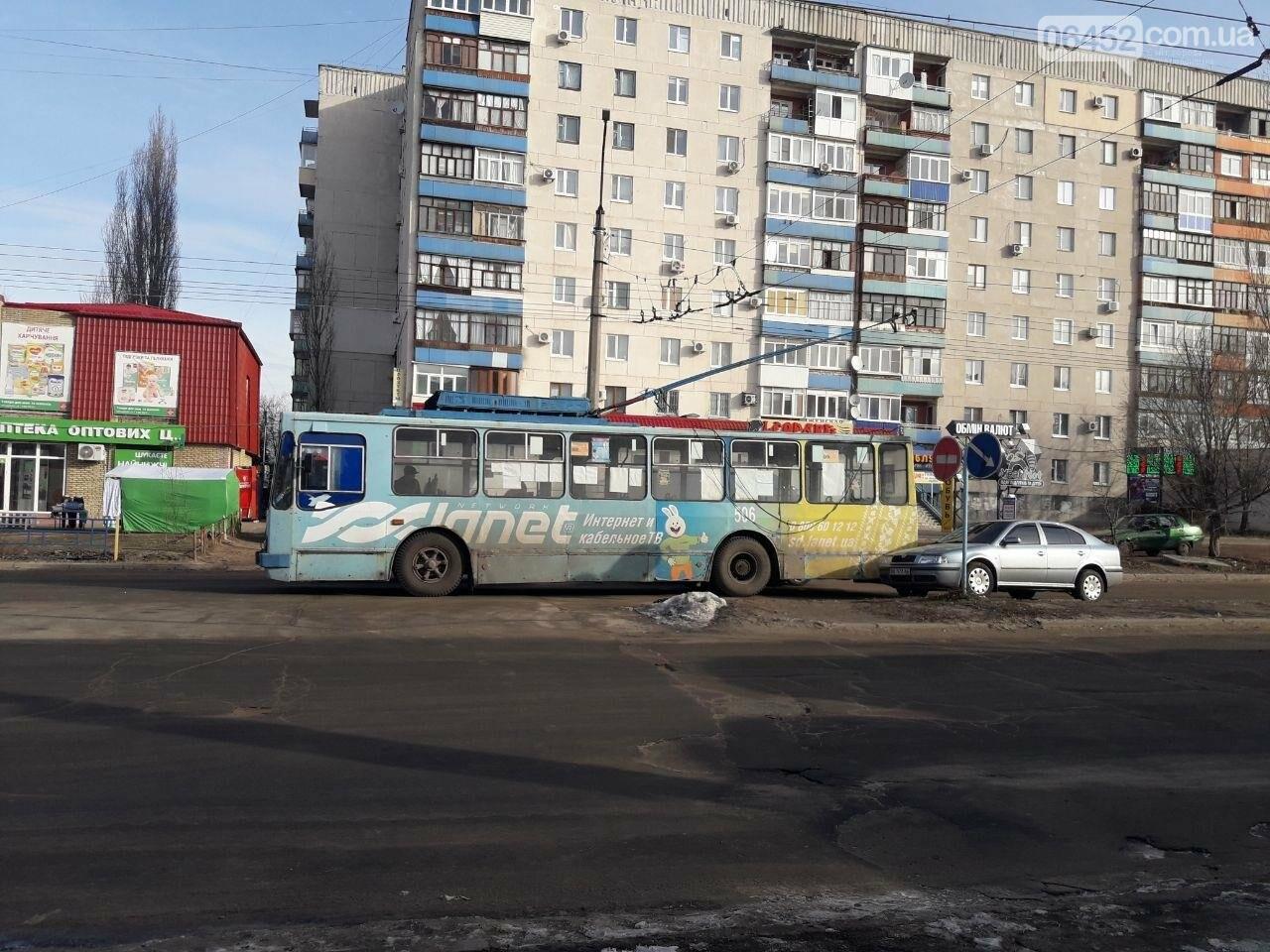 Потеря электрического напряжения: в Северодонецке стояли троллейбусы, фото-3