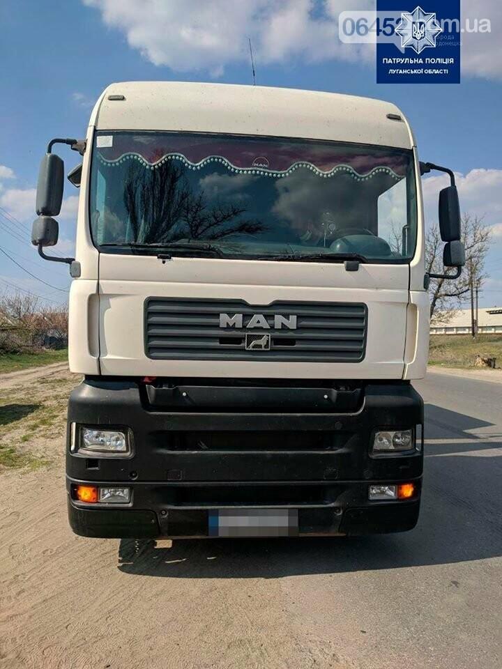 На Луганщине водитель грузовика пытался предложить полицейским взятку, фото-1