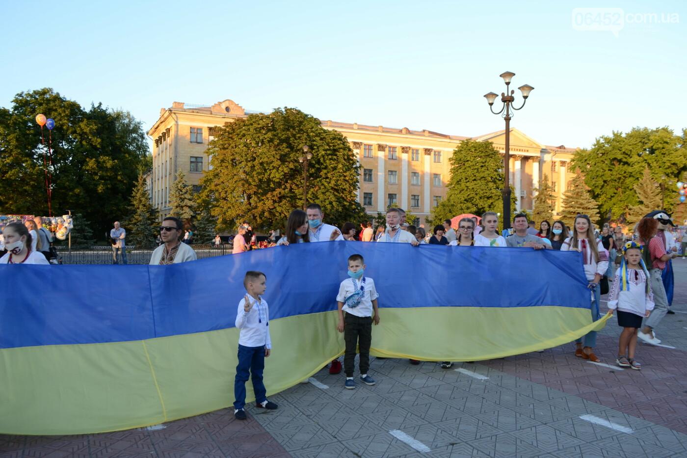 На Луганщине состоялся парад вышиванок (фото) , фото-8
