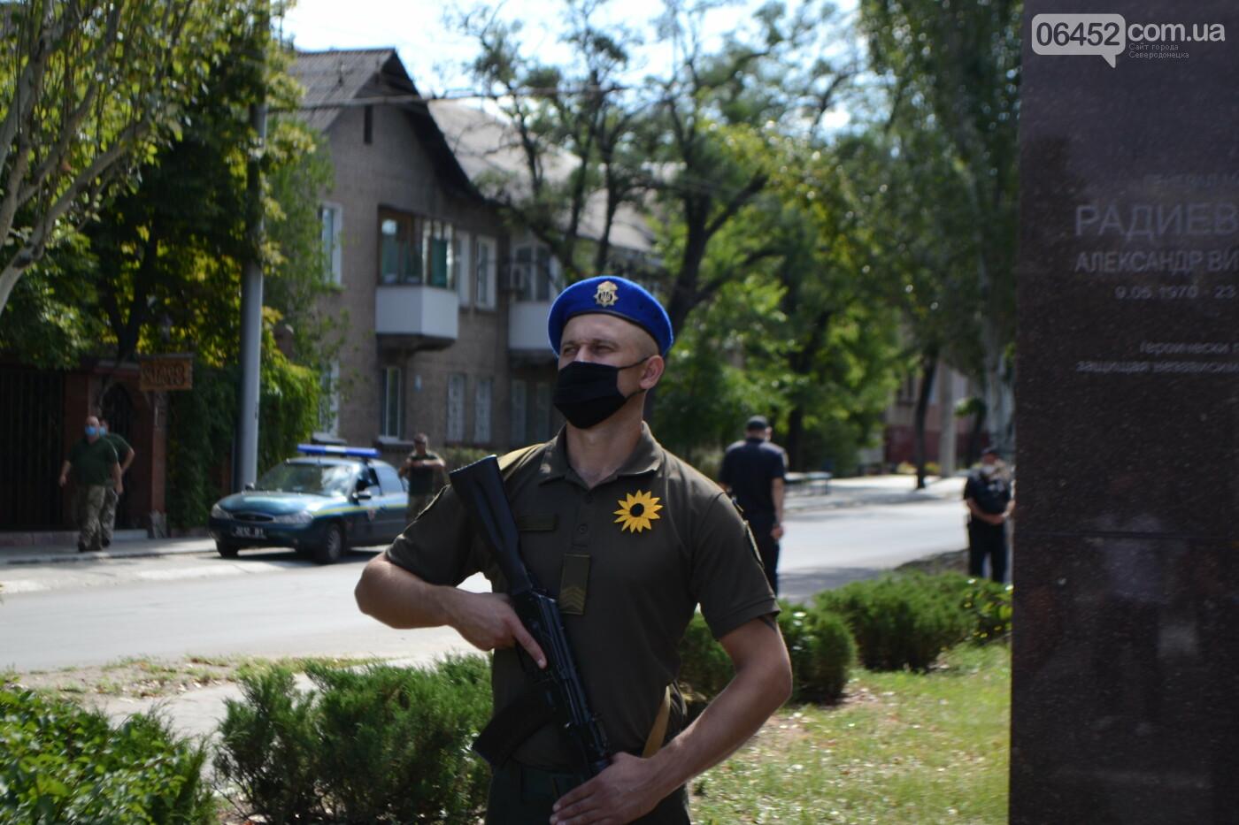 Северодончане почтили память погибших защитников Украины (фото) , фото-16