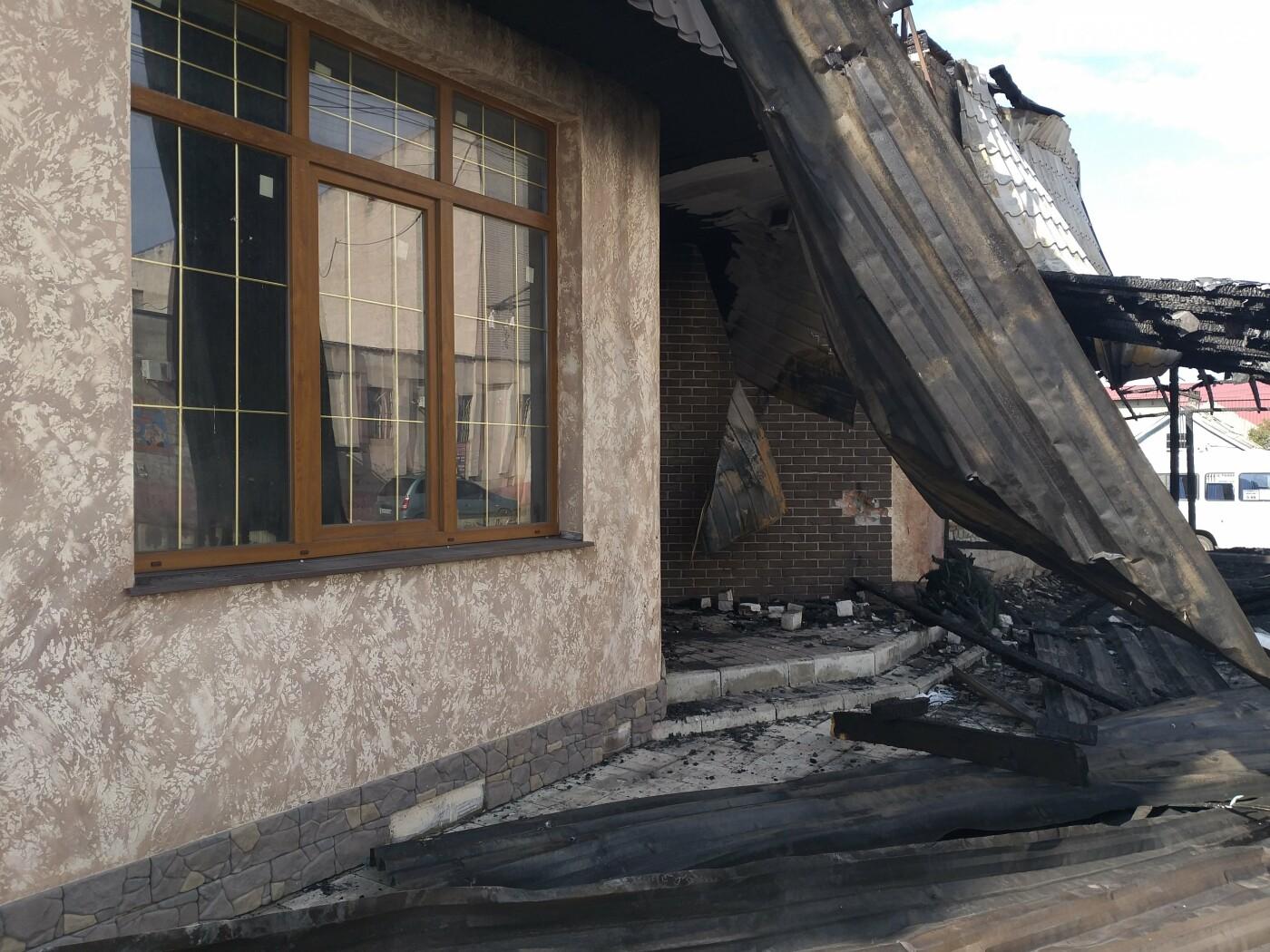 В центре Лисичанска сгорел популярный паб (фото), фото-2