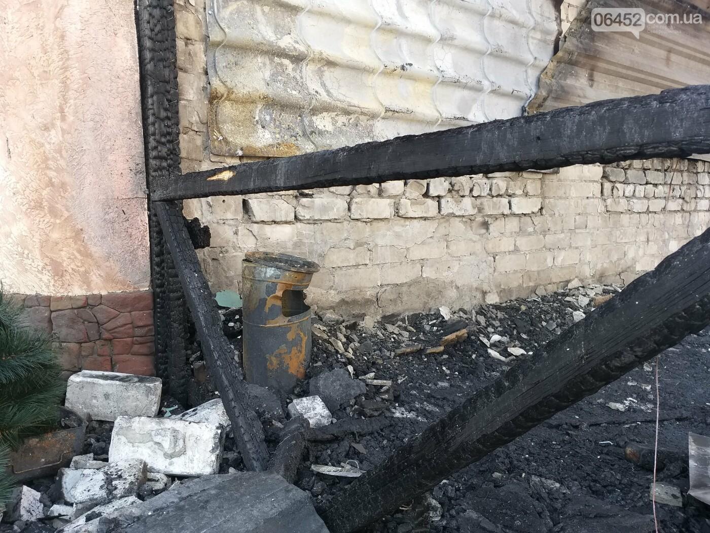 В центре Лисичанска сгорел популярный паб (фото), фото-7
