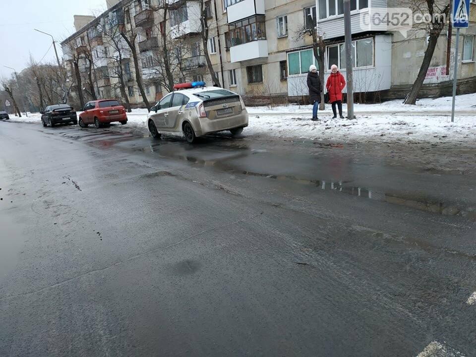 В Северодонецке на проблемном перекрестке столкнулись два автомобиля (фото) , фото-1