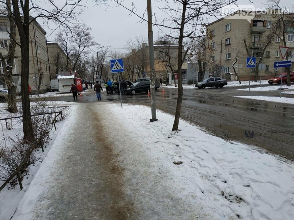 В Северодонецке на проблемном перекрестке столкнулись два автомобиля (фото) , фото-2