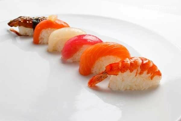 Как правильно есть суши. Советы шеф-повара ресторана азиатской кухни в Северодонецке, фото-1