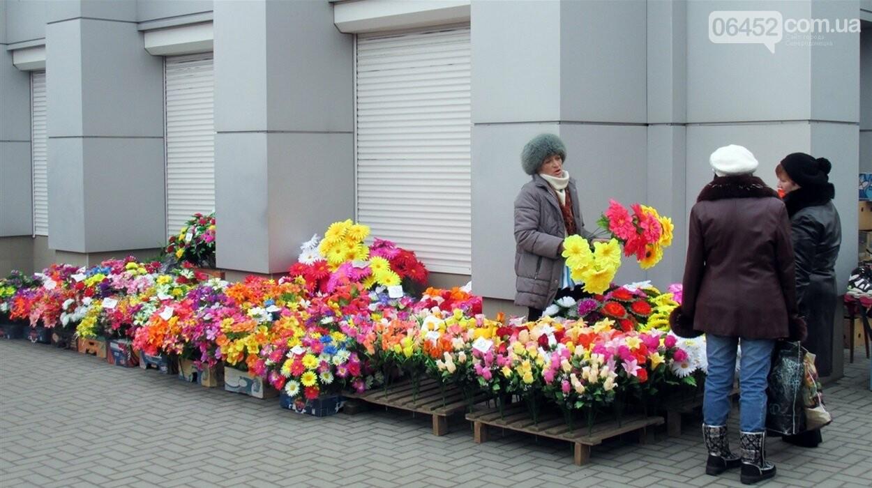Живым тут не место: почему на кладбища до сих пор приносят искусственные цветы , фото-3
