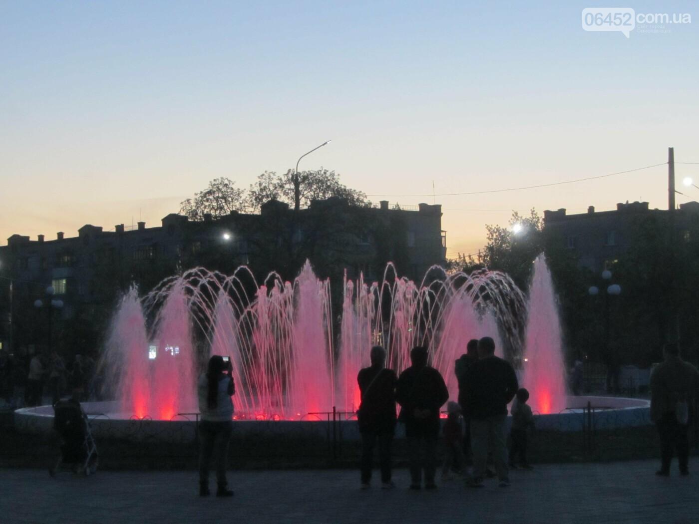 Светомузыкальный фонтан у городского Дворца Культуры Строителей в Северодонецке