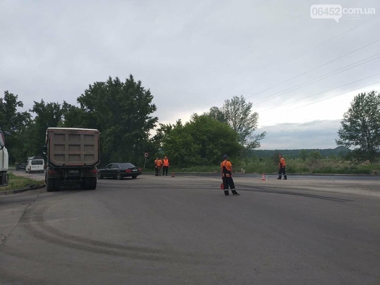Ограничено движение троллейбусов и перекрыт пойменный мост: в Северодонецке ремонтируют дорогу, фото-3