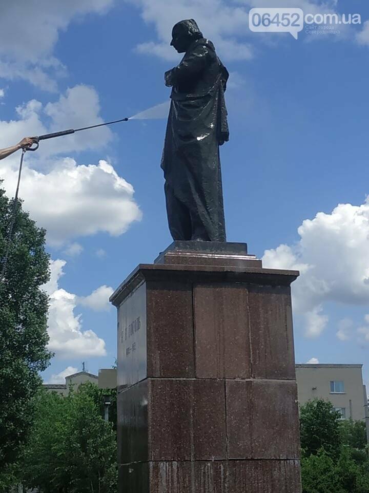 В Северодонецке активисты привели в порядок памятник Николаю Гоголю (фото) , фото-3