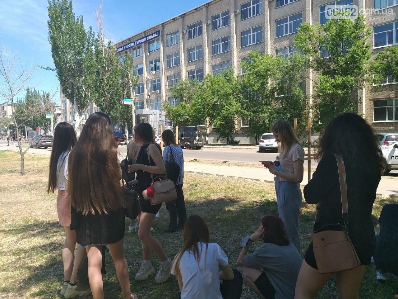 В Северодонецке неизвестный сообщил о минировании корпусов двух университетов (фото), фото-22