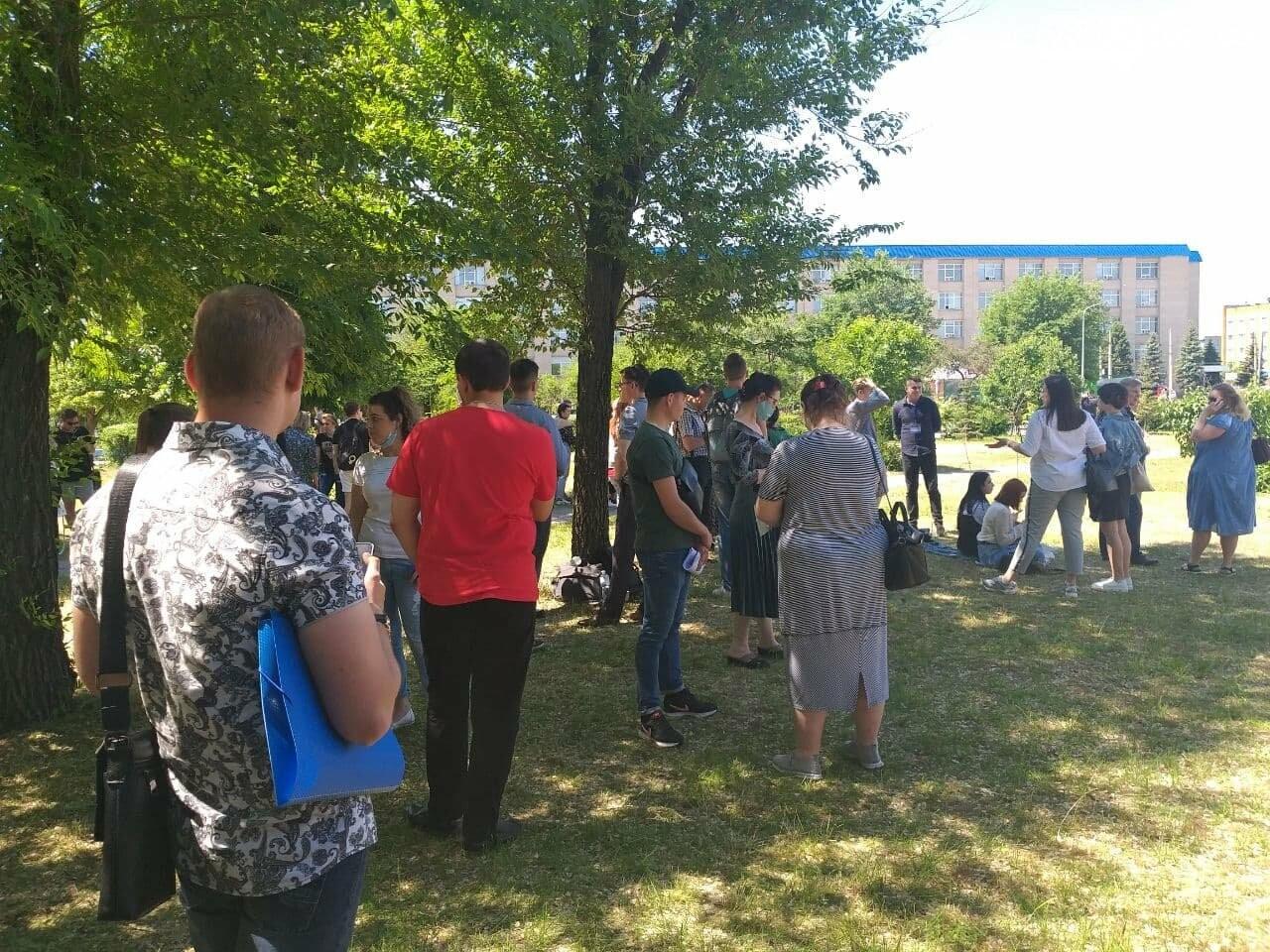 В Северодонецке неизвестный сообщил о минировании корпусов двух университетов (фото), фото-21